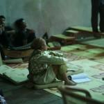 Chea Ravy pendant un atelier à Phare Ponelu Selpak ⓒ Arno Lafontaine, 2013.