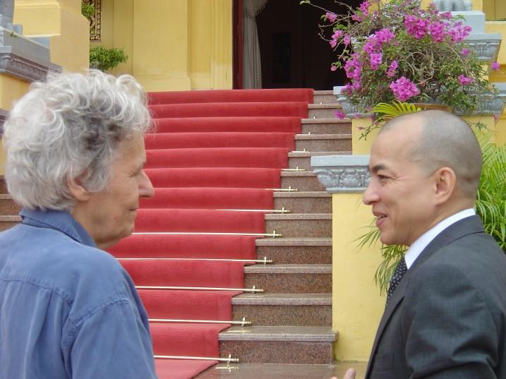 Ariane Mnouchkine et sa majesté Norodom Sihamoni, Cambodge, 2008 ⓒ Serge Nicolaï.