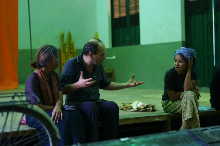 Nov Srey Leab, Georges Bigot et Pin Sreybo, Battambang, 2013. ⓒ Arno Lafontaine.