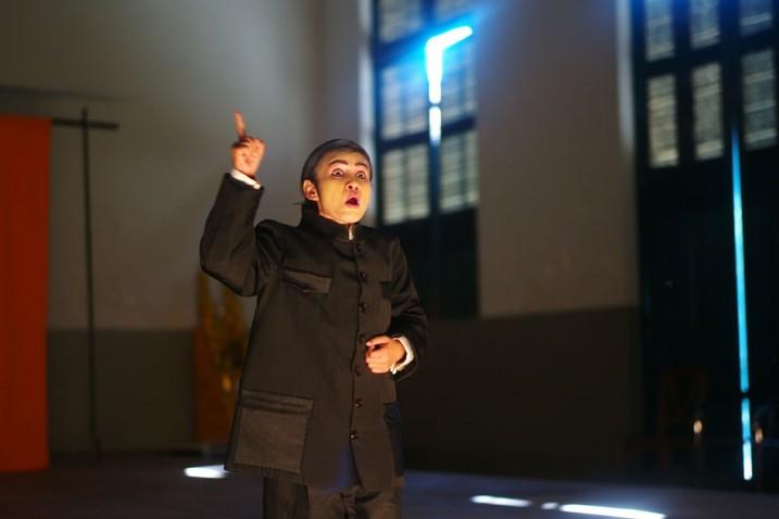 San Marady ( Sihanouk) lors d'une répétition à Battambang  ⓒ Arno Lafontaine, 2013.