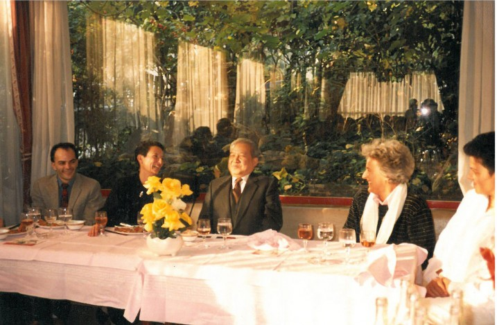 Georges Bigot, Hélène Cixous, S.A.R. Norodom Sihanouk, Ariane Mnouchkine, 1985 © Maria Adroher.