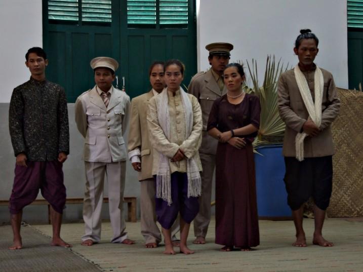 Premières répétitions avec les costumes originaux non encore retouchés au Cambodge.ⓒ Loln, 2011.