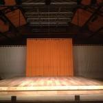 Ébauche de scénographie lors des représentations à la Cartoucherie en 2013. (Un rideau de velours noir sera finalement tendu au fond pour les représentations.)ⓒ Charles-Henri Bradier.