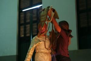 Essais du costume de Suramarit, Battambang, 2013 ⓒ Arno Lafontaine.