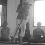 C. Vilpoux filmant une séance de travail à Battambang ⓒ E. Canto, 2008.