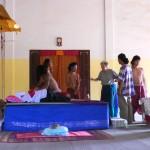 Ariane Mnouchkine et les comédiens de PPS lors d'une séance de travail à Battambang ⓒ Everest Canto, 2008.