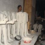 Construction des poupées par Erhard Stiefel, Cartoucherie, 1985 ⓒ Liliana Andreone.
