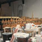 Atelier de confection des statues pour les représentations de Sihanouk en 1985 ⓒ Liliana Andreone.