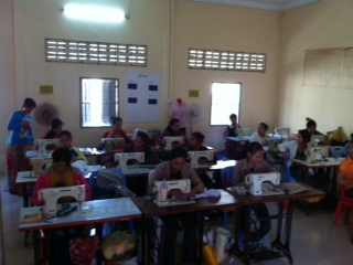 Atelier de couture à Battambang. ⓒ Elisabeth Cerqueira, 2013.