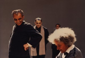 Georges Bigot, Maurice Durozier et Ariane Mnouchkine lors d'une répétition en 1985. ⓒ Michèle Laurent.