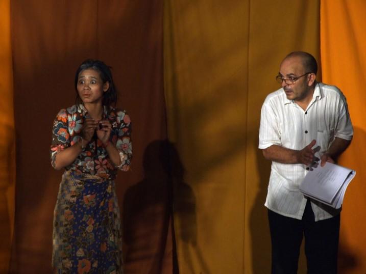 Pin Sreybo et Georges Bigot lors d'un atelier à Battambang, 2010.
