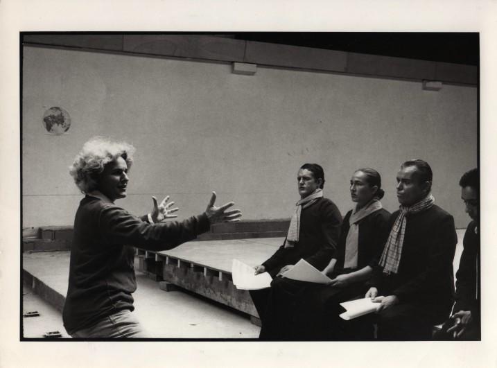 Ariane Mnouchkine lors d'une répétition de L'histoire terrible... ⓒ Martine Franck, 1985.