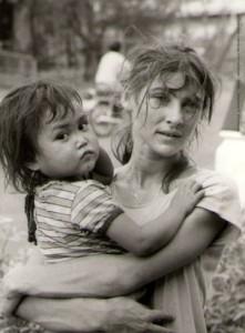 Véronique Decrop à Kao I Dang en 1985 ⓒ S. Rousseau.